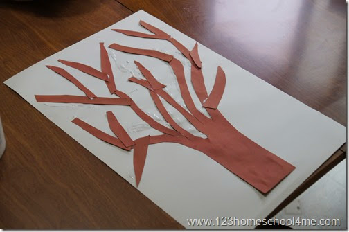 use construction paper to make a tree