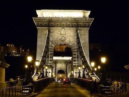 Budapesta noaptea - podul cu lanturi