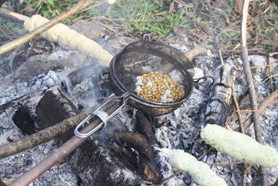 Popcorn machen - Lagerfeuer