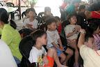 当我们在吃的时候,小孩们都在专心看 Playhouse Disney。。。