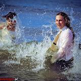Sesja ślubna na plaży - zdjęci w morzu - Pobierowo
