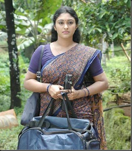 Malayalam_Actress_SreejaChandran_hot_in_saree