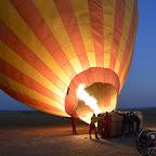 Aufrichten der Ballonhülle © Foto: S.Schlesinger | Outback Africa Erlebnisreisen