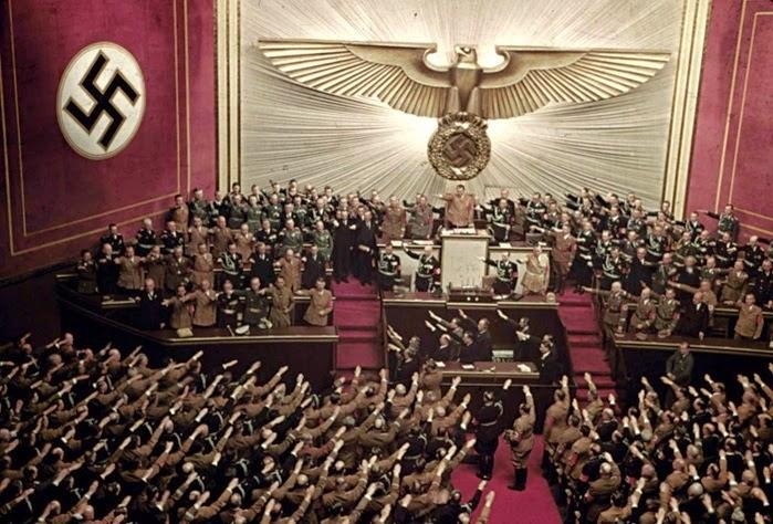 Adolf Hitler discursando