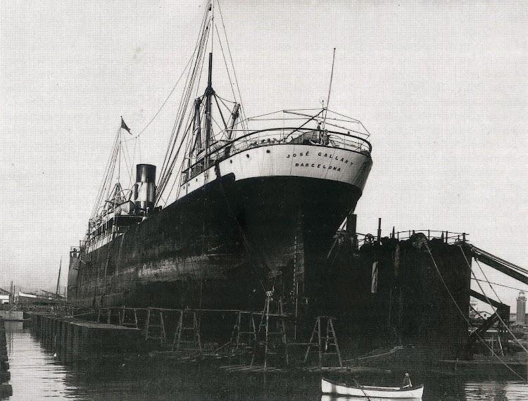 Vapor JOSE GALLART en el dique flotante y deponente de Barcelona. Memoria del puerto de Barcelona. Fecha indeterminada.jpg