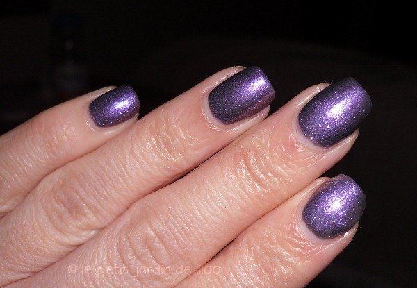 007-max-factor-max-effects-mini-nail-polish-moon-dust