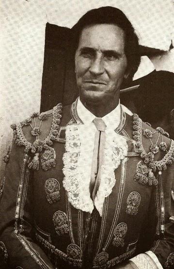 Luis Miguel traje Picasso 001
