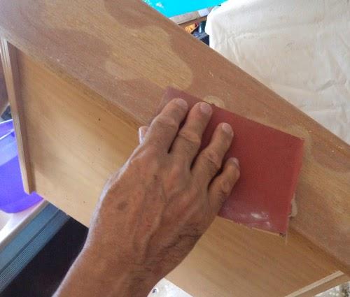 Como customizar criado mudo de madeira