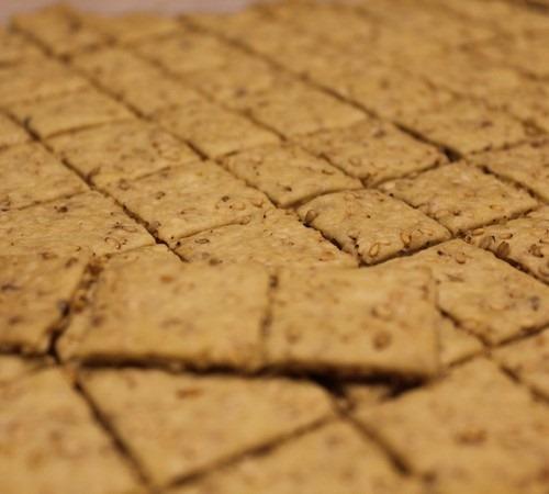 einkorn-sesame-seed-crackers102