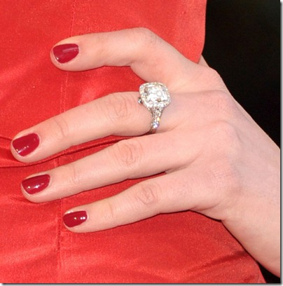 anne-hathaway-diamond-ring