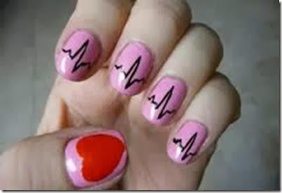 emblema de corazon latiendo en uñas