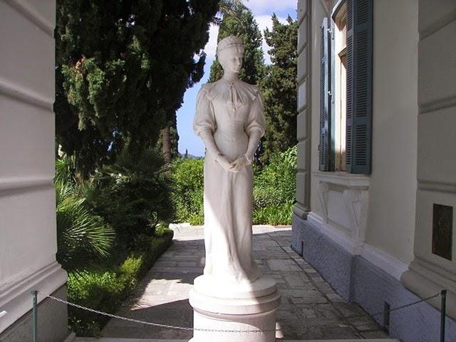 800px-Sisi_statue_in_Corfu_Achilleio