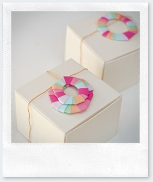 wreath-wrapping-on-boxes