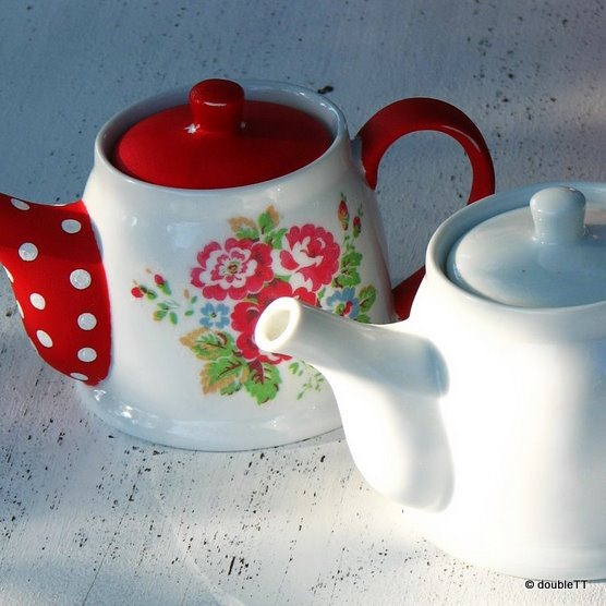 dots and roses tea pot-1
