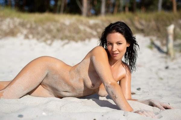 [Playboy Plus] Joelina - Making A Splash - idols