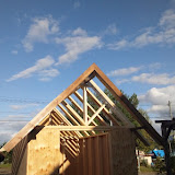 屋根の支え部分の取り付けが終わりました