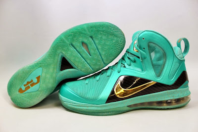 nike lebron 9 ps elite statue of liberty pe 4 01 It Takes $12,900 To Own Two Pairs of Rare LeBron 9 PS Elite PEs