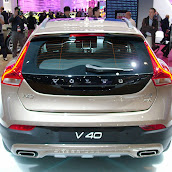 2013-Volvo-V40-Cross-Country-7.jpg