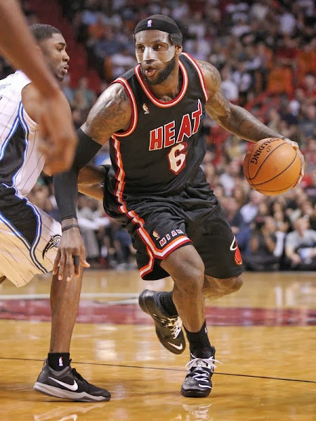 lebron james nba 140301 mia vs orl 06 LeBron Uses Clear Mask and New Soldier 7 PE in Black & White