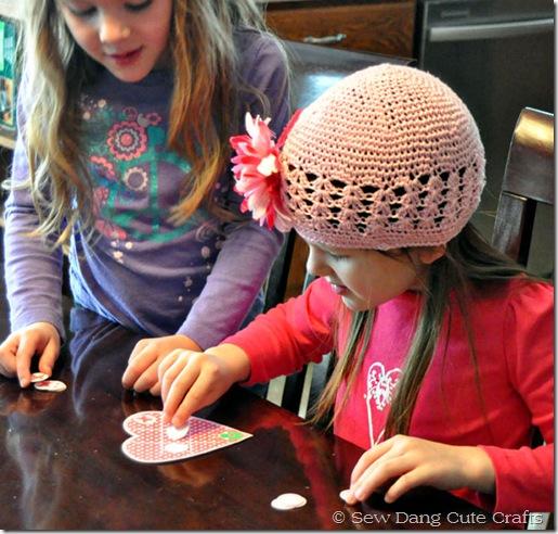 Girls-playing-tic-tac-toe