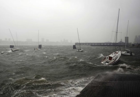 Superstorm-Sandy-causes-flooding-in-New-York-City-3991068-6.jpeg