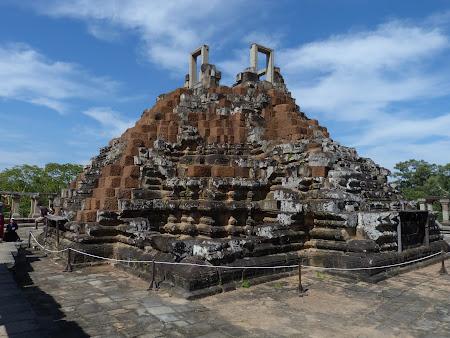 Obiective turistice Angkor: In varful templului Baphuon