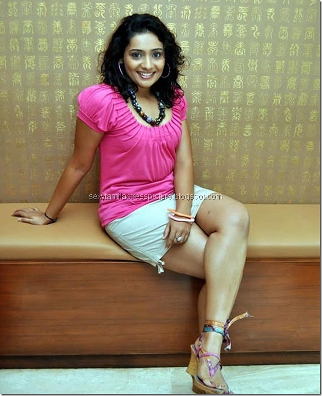 Meera_Vasudevan_Hot_Stills_05