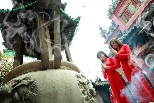 Văn hóa đời sống Phật giáo - Người Áo Lam