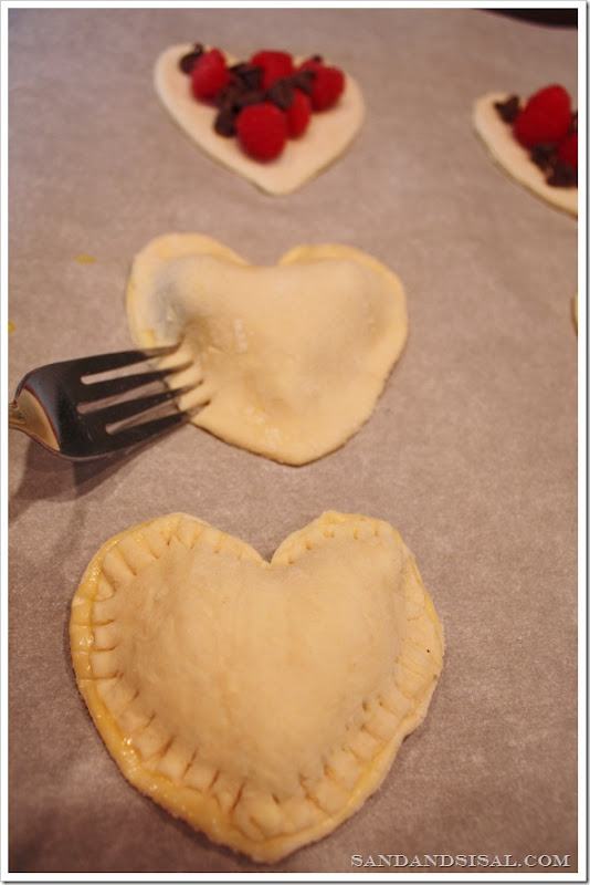 crimping pastry