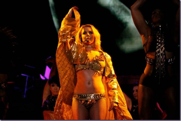 Britney-Spears-Femme-Fatale-Tour-São-Paulo-Boys