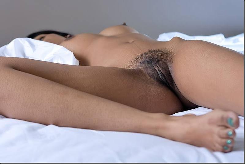 kiki_dormindo_mulher_pelada_nua_buceta_pussy_0108