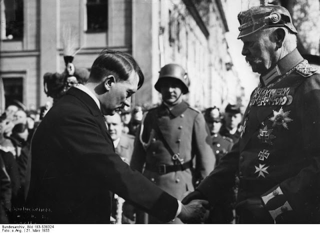 Adolf_Hitler,_Paul_v._Hindenburg.jpg
