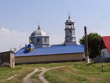 26. Biserica din Sfistoca.JPG