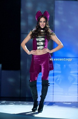 miss-uni-2011-costumes-17