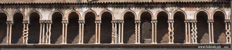 "Colonne ""magiche"", Ferrara, Italia - ""Magical"" columns, Ferrara Italy - Property and Copyright www.fedetails.net"