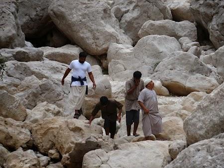 Imagini Wadi Shab: Turisti printre stanci