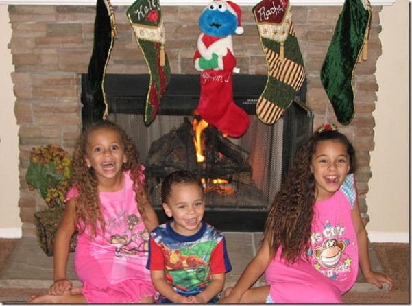 happy-kids-christmas-morning-15