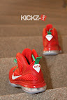 nike lebron 9 gr christmas 4 06 kickz Throwback Thursday: Look Back at LBJs 2011 Christmas Shoes