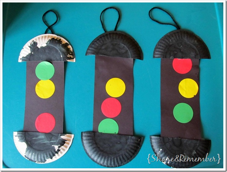 paper plate traffic light craft for preschool transportation theme