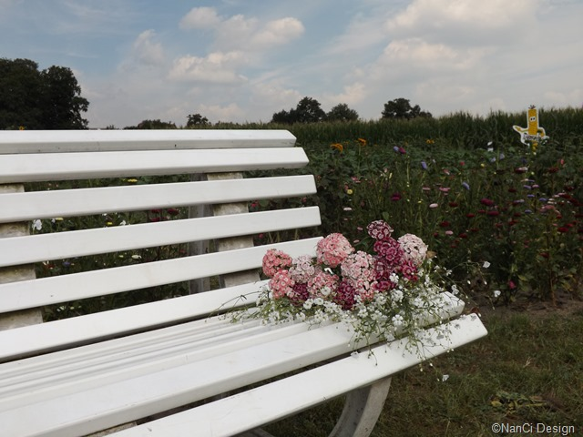 Bank#mit#Blumenstrauß