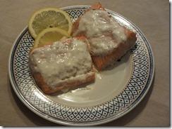salmón con salsa  de yogur