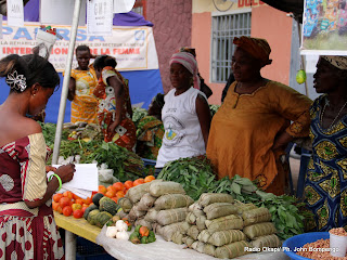 Des vendeuses de lgumes le 12/3/2012  Kinshasa, lors de 4m foire de lentreprenariat fminin. Radio Okapi/ Ph. John Bompengo