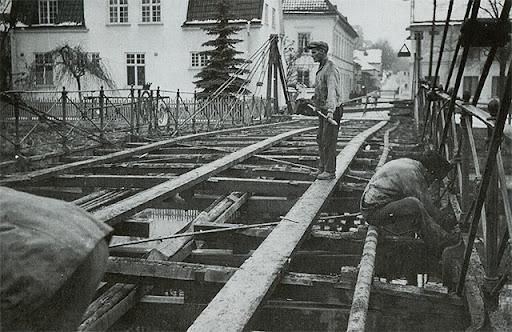 Män som renoverar Järnbron 1931