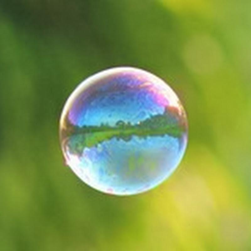 Spectacular Photos of Bubbles Frozen in Frigid Temperatures.