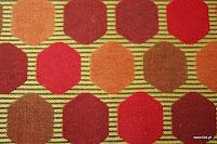 Tkanina ozdobna w geometryczne wzory. Na zasłony, poduszki, narzuty, dekoracje. Brązowa, czerwona.