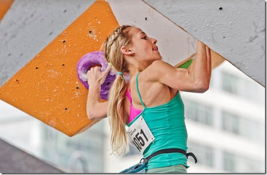 girls-rock-climbing-10