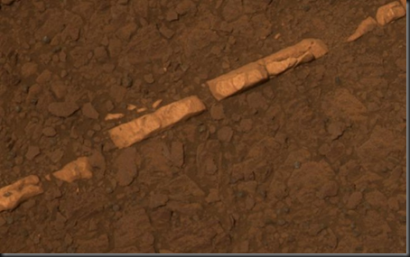Mineral, provavelmente gipsita, encontrado pelo Opportunity (Foto: NASA/JPL-Caltech/Cornell/ASU)