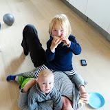 Nybagte boller indtages helst ovenpå mor på køkkengulvet :-)