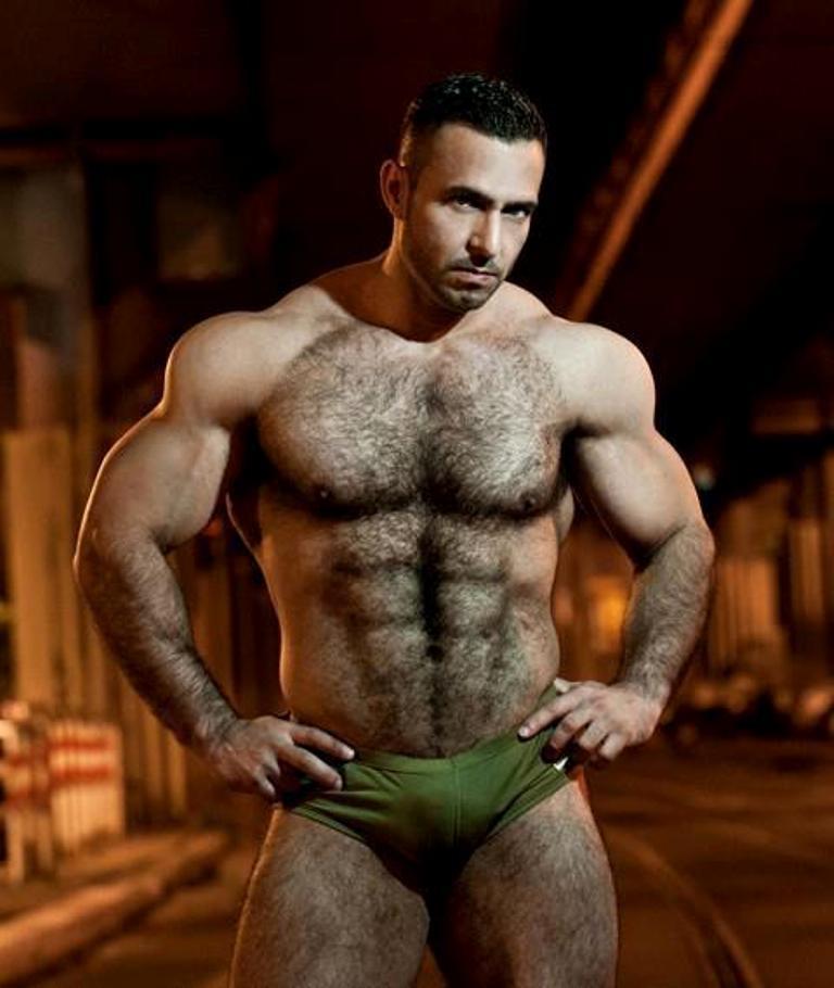 Hombres con gruesos muslos peludos