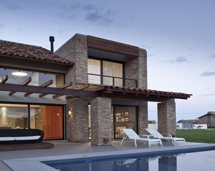 Arquitectura casa ckn giugliani montero arquitectos for Casas modernas ladrillo